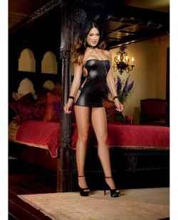 immagine che ritrae una ragazza sexy con un abitino in lattice
